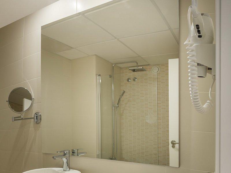 Habitaciones villa luz family gourmet all exclusive for Habitaciones familiares italia